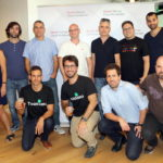 (מימן לשמאל): שורה אחורית - עידן ציטיאט וברק גולדשטיין (Bonobo), איתי בוגנר (Nsof Networks), חנן זלצמן וגל אורון (Zoomin), אוהד חן (Bonobo), נעם ענבר, מנהלת ה-Startup Ecosystem של אורקל בישראל שורה קדמית - נמרוד פרץ, המנטור הטכנולוגי של ה - Startup Ecosystem של אורקל בישראל, עמית אשכנזי (3DSignals), דן קוטליצקי ואוהד רוזן (Toonimo) צילום מעזרא לוי