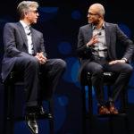 """סאטיה נאדלה, מנכ""""ל מיקרוסופט (מימין) וביל מקדרמוט, מנכ""""ל SAP העולמית (משמאל) על בימת כנס SAPPHIRE NOW 2016."""