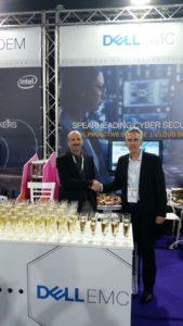 """מימין לשמאל: יניב הראל, מנכ""""ל קבוצת פתרונות הסייבר, Dell EMC,  ו- גלי מיכאלי, סמנכ""""ל HLS & Cyber ב-TSG"""